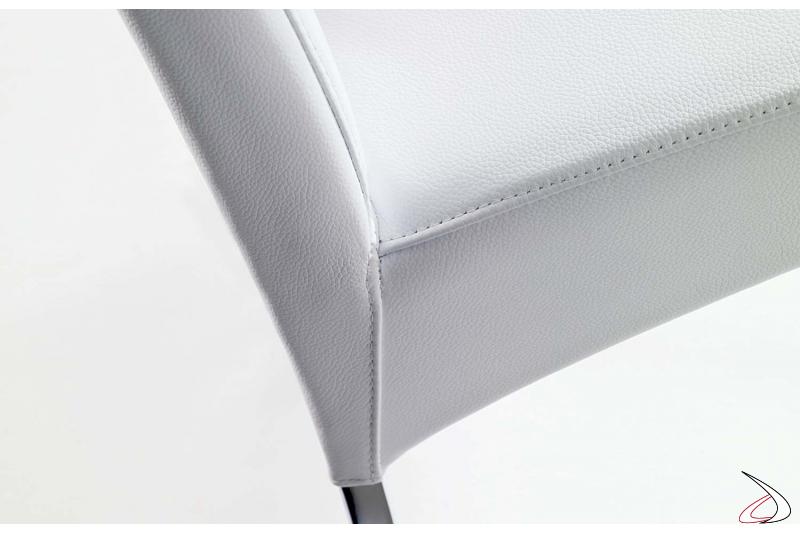 Cuciture per sedia imbottita rivestita in pelle