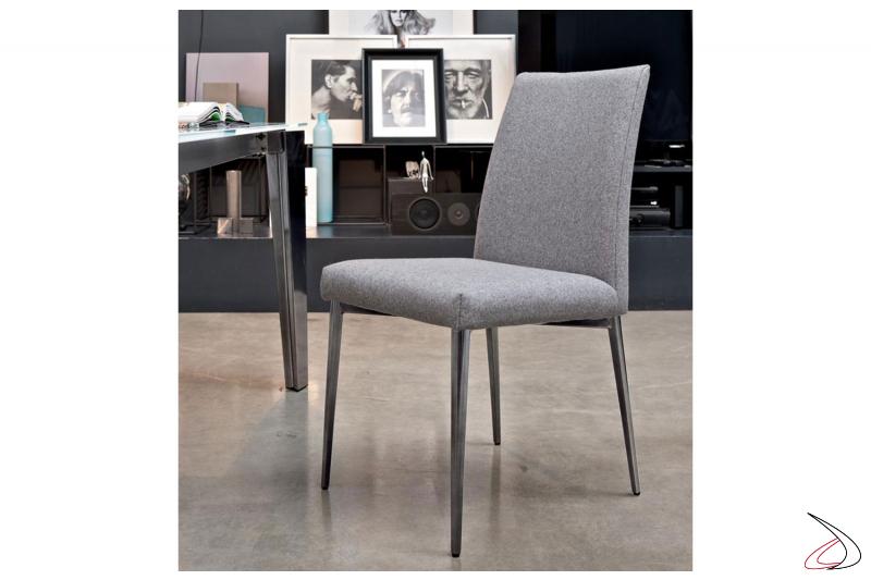 Sedia con gambe argento naturale e seduta virgin wool grigio chiaro