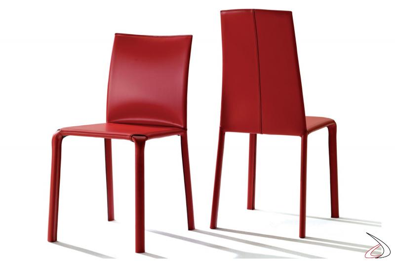Sedia Alice in cuoio rosso con cuciture in contrasto