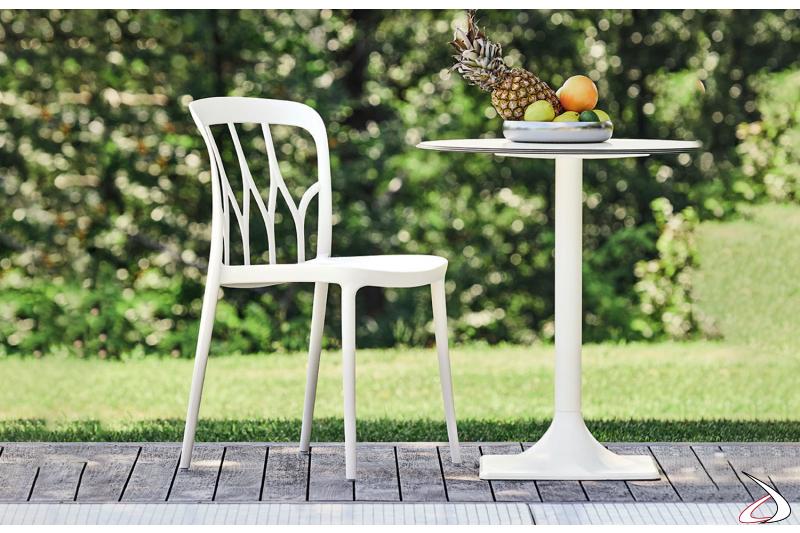 Sedia per esterno realizzata da Bontempi in polipropilene bianco