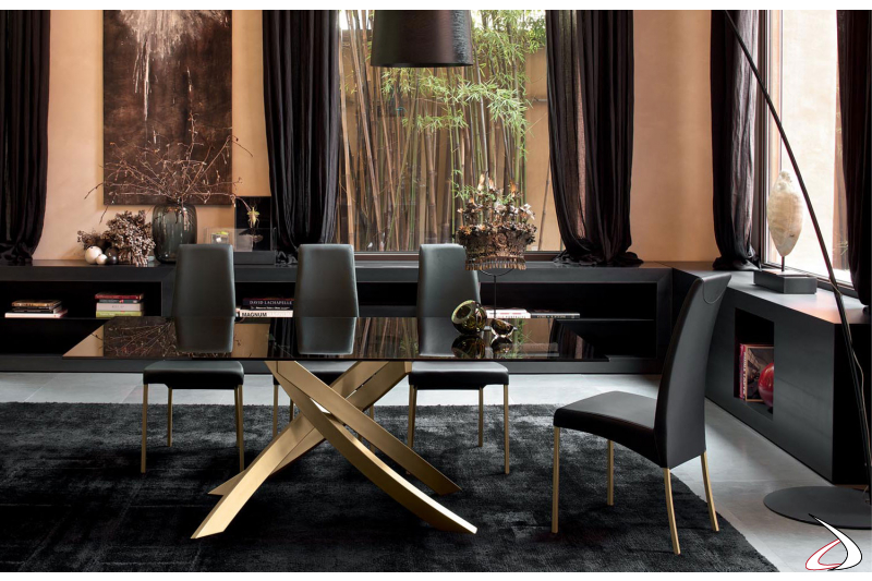 Sedie in ecopelle nera con tavolo Artistico con base oro