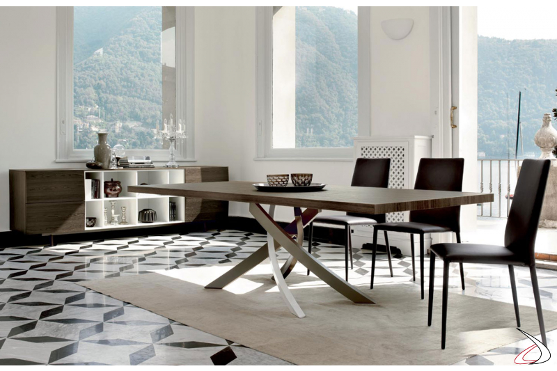 Sedie in pelle ecologica Malik abbinate al tavolo Artistico con basamento multicolor