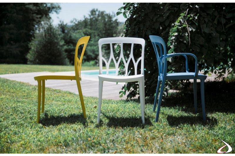 Sedie di diversi colori in polipropilene adatte anche per l'outdoor
