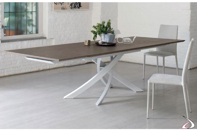 Sedie modello Malik in nabuk waterproof bianco con tavolo Artistico