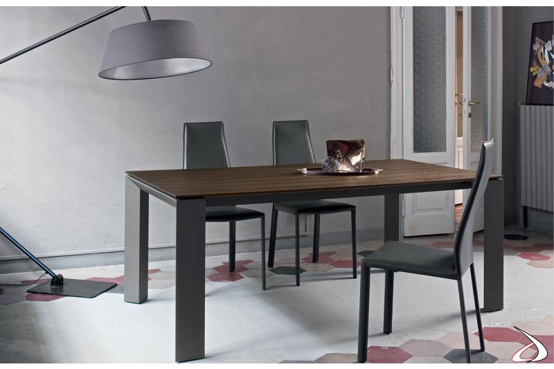 Sedie rivestite in cuoio modello Dalila con tavolo New Edro