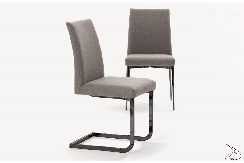 Sedia su slitta con seduta in pure wool grigio chiaro