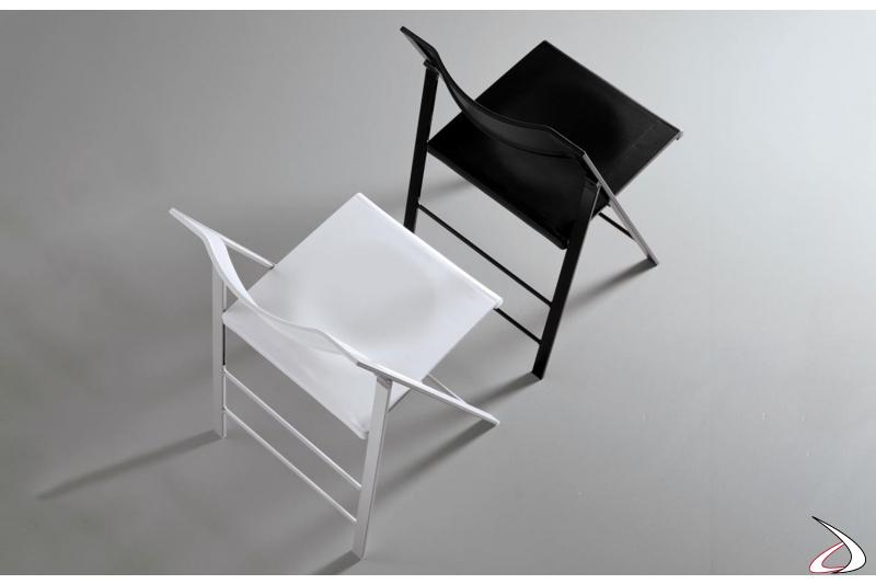 Sedie modello Poket pieghevoli disponibili nei colori bianco e nero