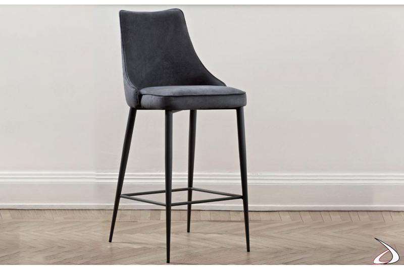 Sgabello con 4 gambe in acciaio laccato nero e seduta in nabuk antracite bordato in tinta