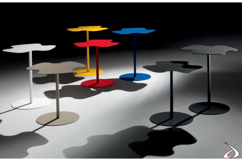 Tavolini colorati di design con piano sagomato in acciaio