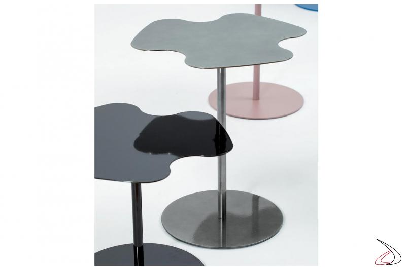 Tavolino moderno alto da salotto con piano sagomato