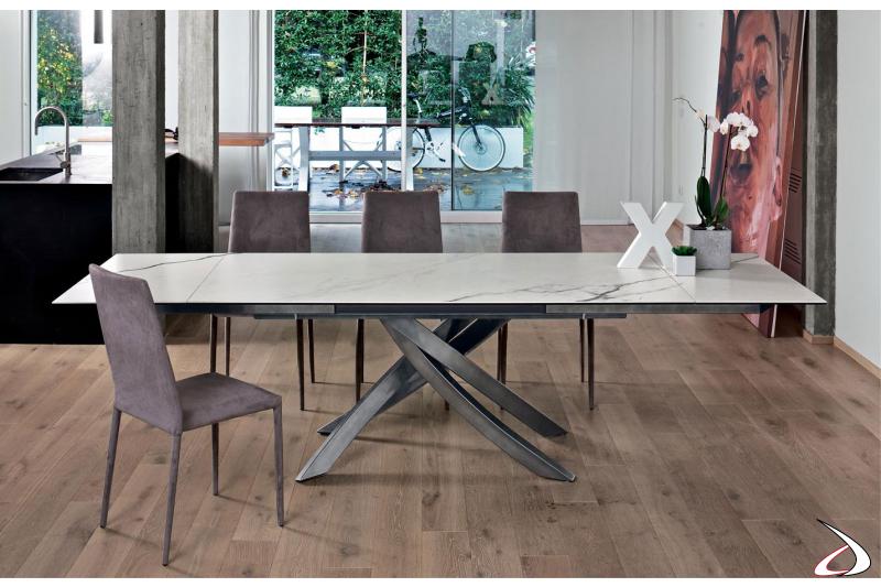 Tavolo elegante allungabile con piano in marmo