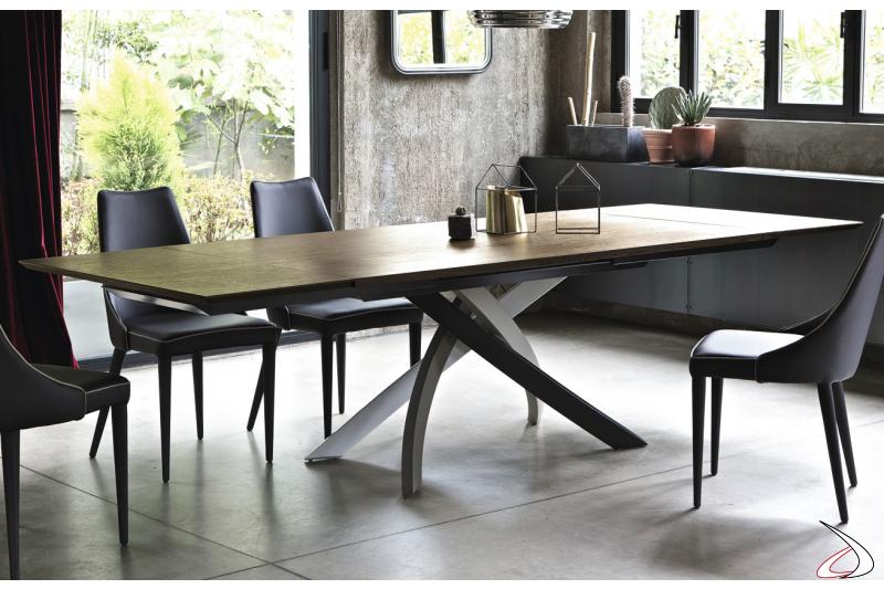 Tavolo da soggiorno di design allungabile con basamento multicolor