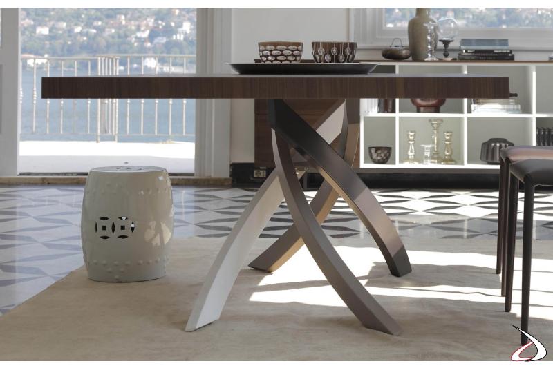 Tavolo moderno in legno da soggiorno