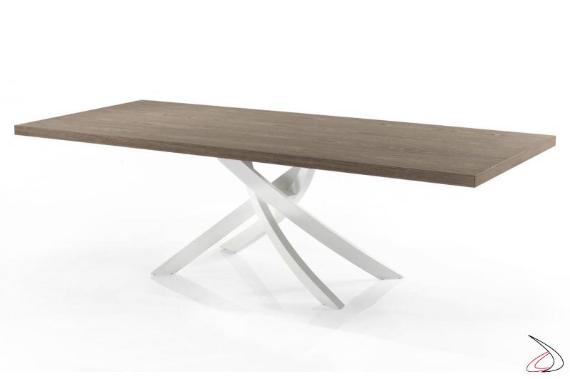 Tavolo moderno in legno con basamento intrecciato