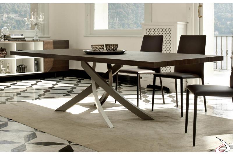 Tavolo design in legno da soggirono
