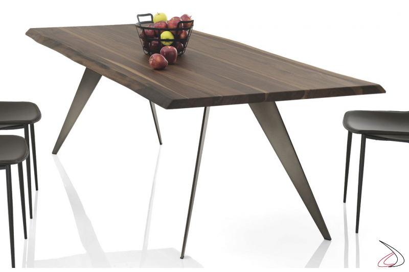 Design table in solid wood for the living room