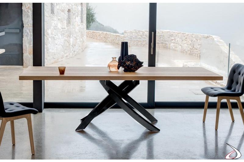 Tavolo fisso in legno con basamento intrecciato nero lucido