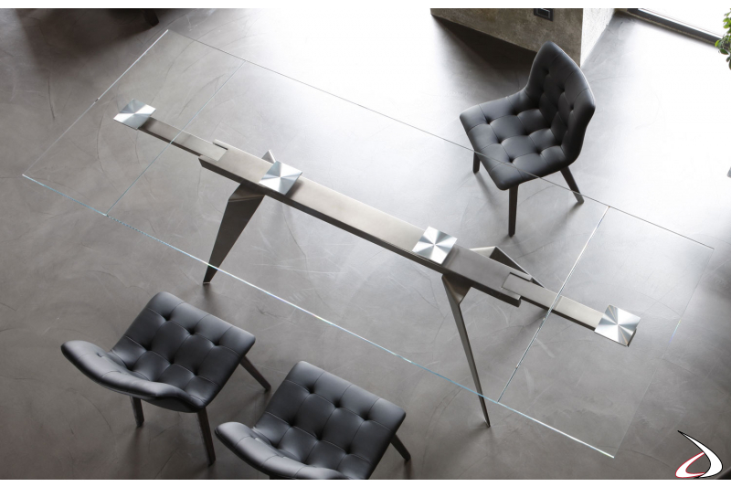 Modern extendable table with clear glass top