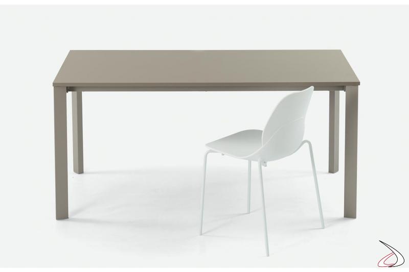 Tavolo da cucina moderno allungabile ed economico in melaminico sabbia