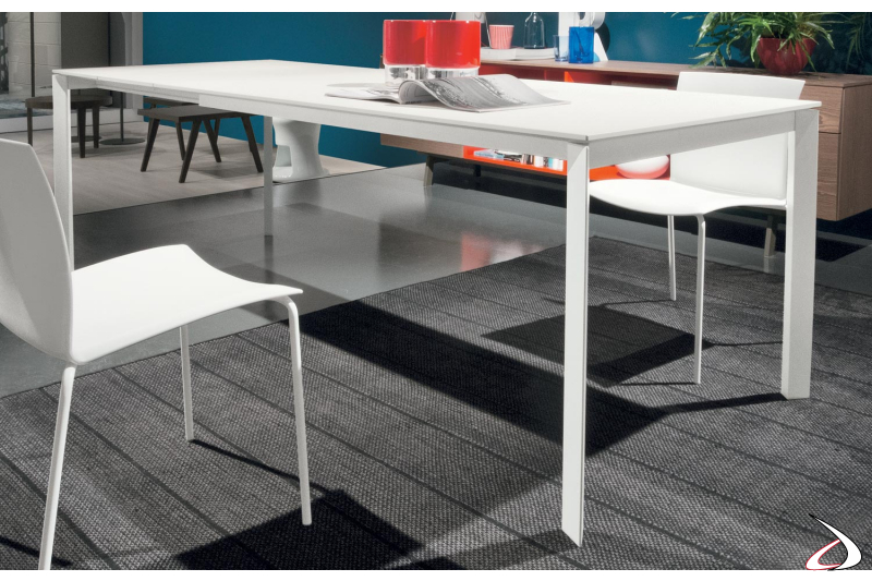 extendable white table