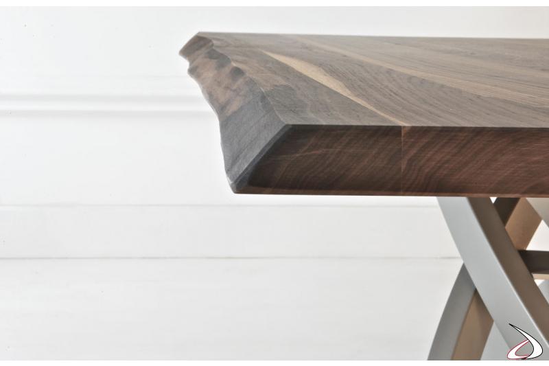 Tavolo moderno con piano in massello di noce