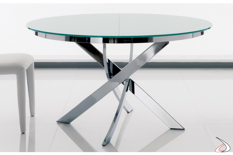 Extendable table with round wooden top