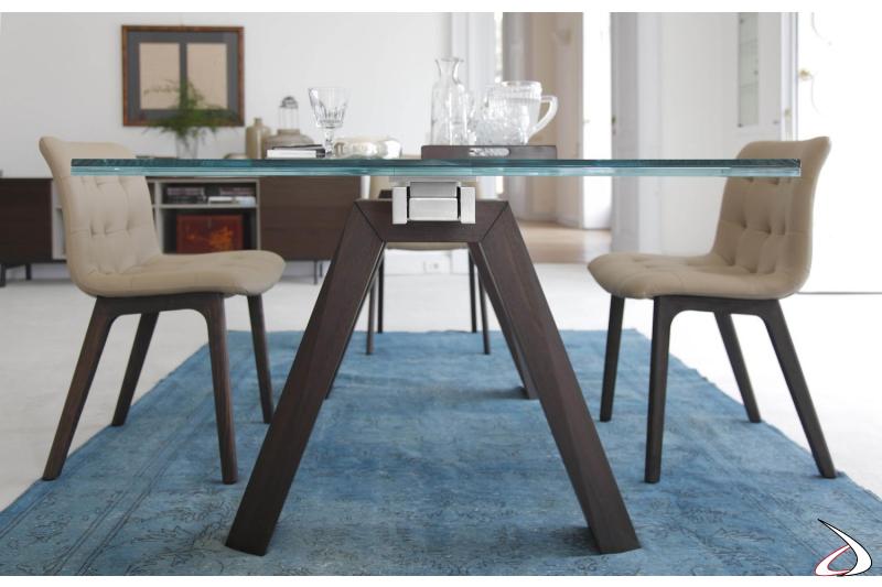Tavolo in vetro allungabile con gambe in legno