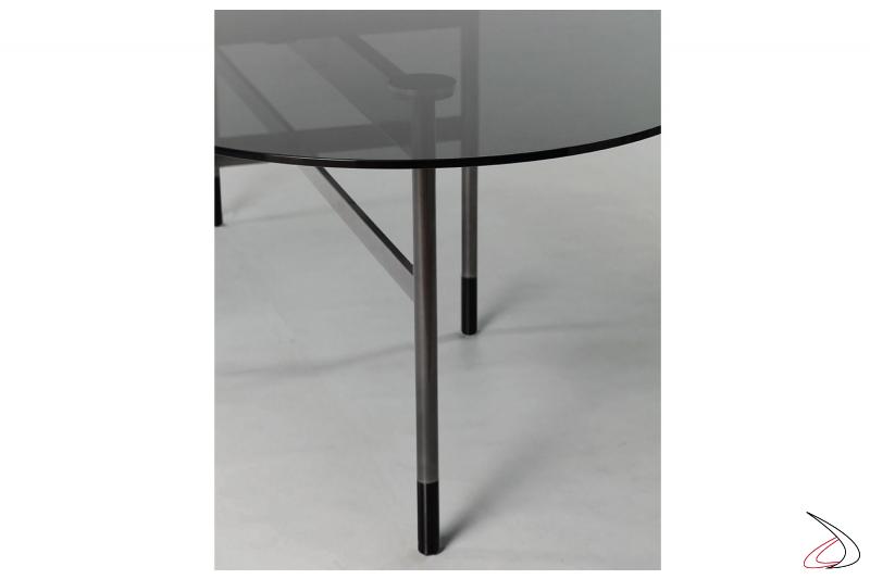Tavolo in cristallo ovale con piedini colorati
