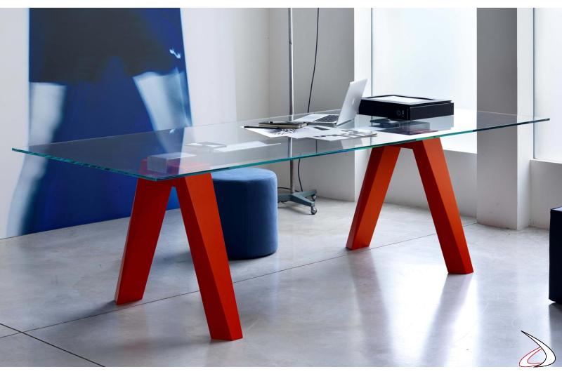 Tavolo design con piano in vetro