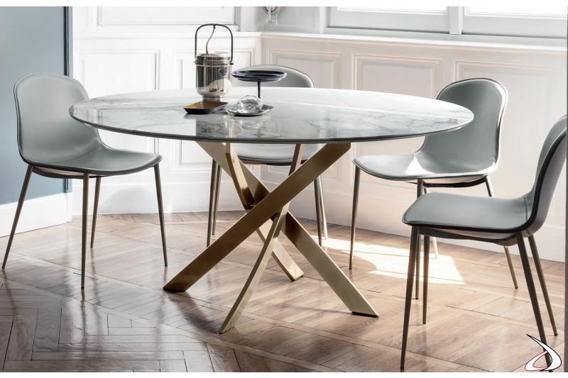 Tavolo design rotondo in supermarmo arabescato lucido con basamento intrecciato oro