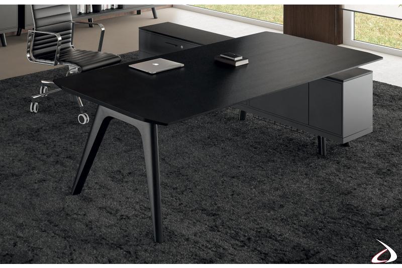 Scrivania di design da ufficio con piano in impiallacciato rovere nero e mobile di servizio con ante e cassetti