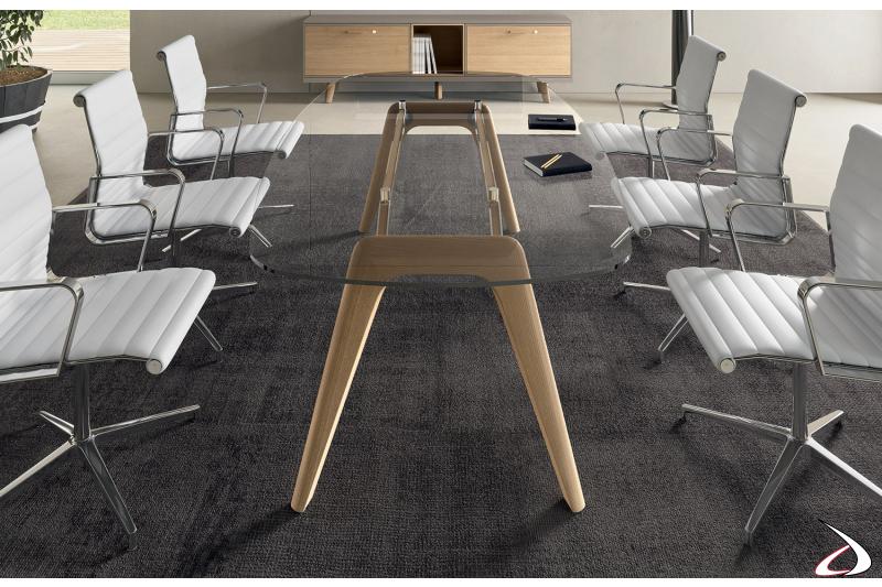 Tavolo riunioni da ufficio in vetro con gambe in legno massello