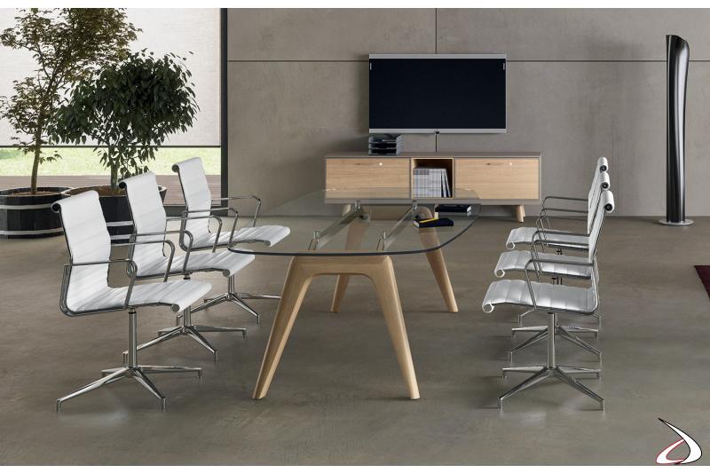 Tavolo meeting di design in vetro da ufficio con gambe in legno massello
