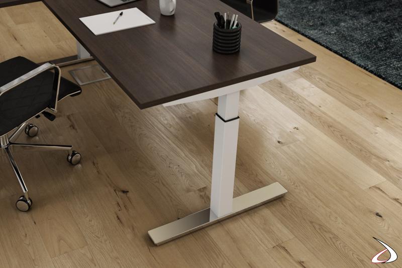 Tavolo meeting di design quadrato da ufficio con gamba alzabile bianca e piedino cromato