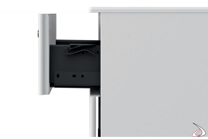 Cassettiera in metallo da ufficio di design su ruote e con serratura