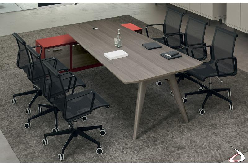 Tavolo riunioni moderno sagomato in legno con mobile di servizio con ante a ribalta