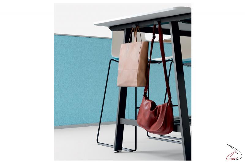 Tavolo alto per meeting da ufficio con gancio porta borse