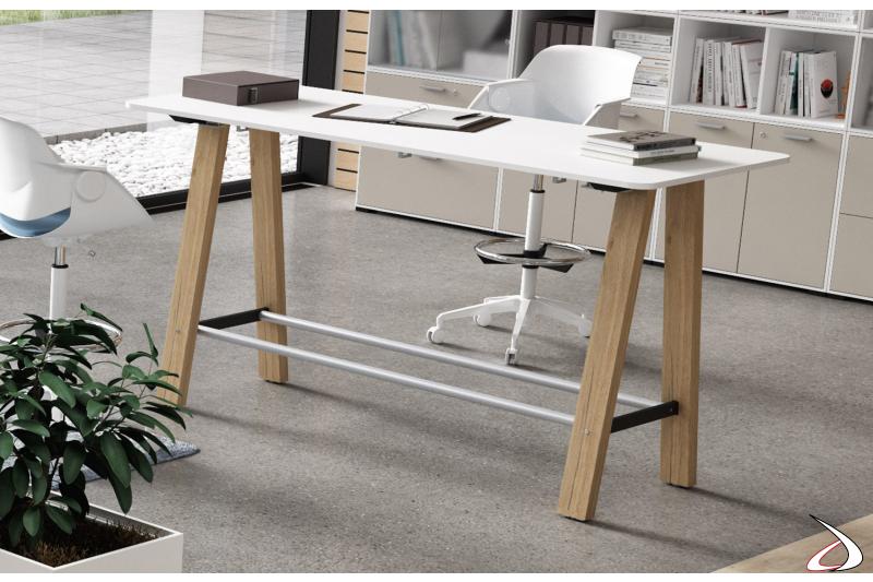 Scrivania alta di design da ufficio per disegnatore con gambe in legno