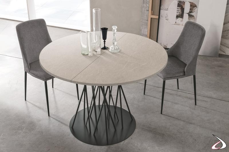 Tavolo allungabile rotondo di design con piano effetto cemento