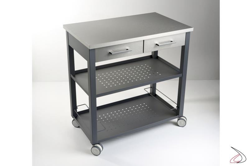 Carrello grande Chef con struttura in acciaio verniciato sablè color grigio ardesia e piano in alluminio finitura acciaio satinato.