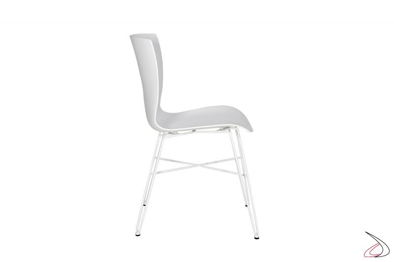 Sedia design da soggiorno bianca in polipropilene con gambe in tondino di acciaio