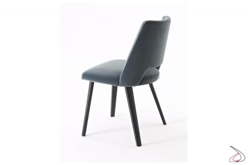 Sedia con 4 gambe in rovere grigio grafite e sedile rivestito in microfibra