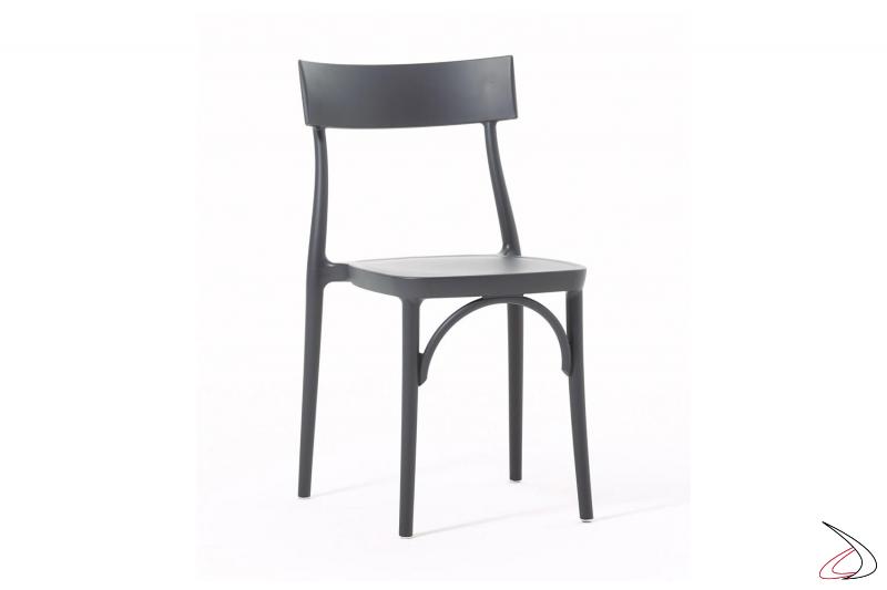 Sedia moderna in polipropilene grigio antracite impilabile da ristorante o da giardino