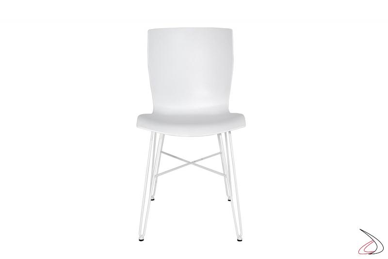 Sedia moderna con gambe in tondino di acciaio bianco e seduta in polipropilene