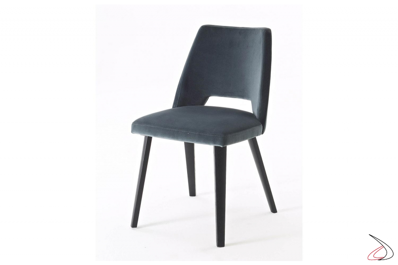 Sedia imbottita rivestita in microfibra moderna con gambe in legno rovere
