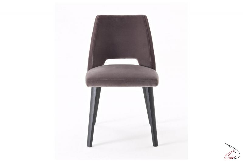 Sedia con gambe in rovere grigio graffite e sedile imbottito rivestito in tessuto