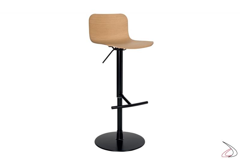 Sgabello girevole regolabile in altezza nero con poggiapiedi e seduta in legno