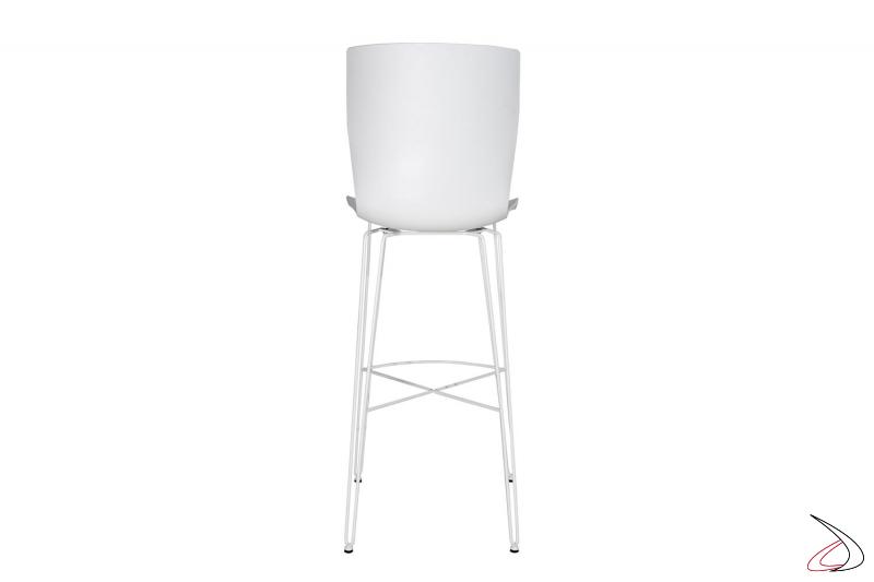 Sgabello moderno alto d cucina con sedile in polipropilene e gambe in acciaio