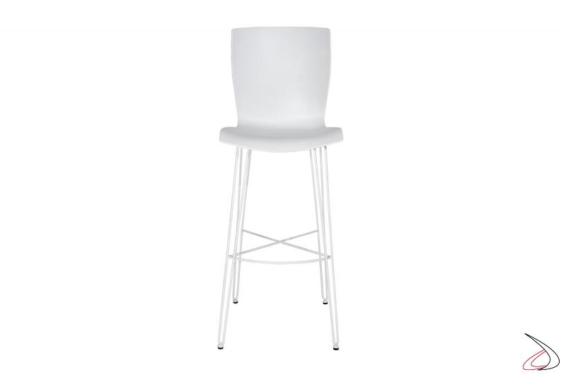 Sgabello alto bianco con 4 gambe e poggiapiedi in tondino di acciaio