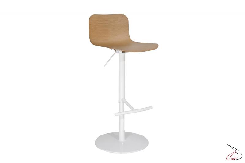 Sgabello in acciaio verniciato bianco con poggiapiedi e seduta con schienale alto